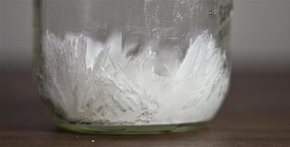 硝酸カリウムの結晶