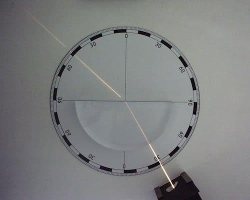 ガラスから空気中へ進む場合の屈折角
