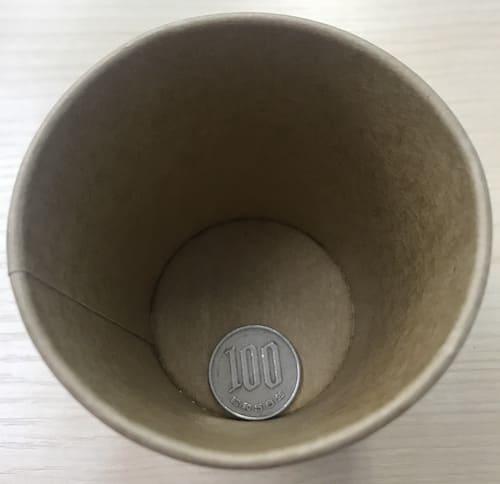 紙コップに入った100円玉