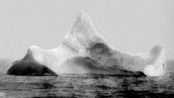 タイタニック号がぶつかったとされる氷山