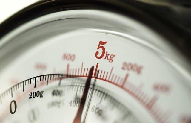 質量を表示する体重計