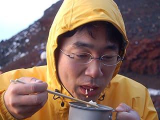富士山頂で食べるご飯は不味い