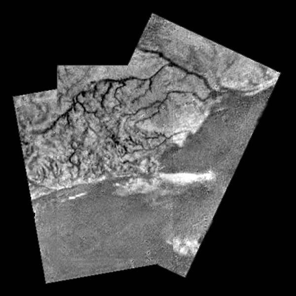 タイタンの川や雲