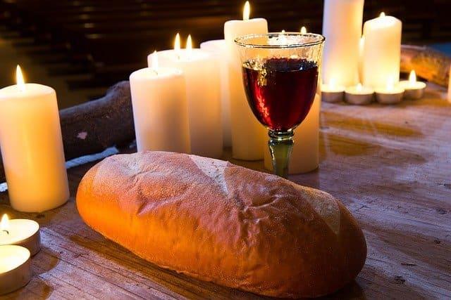 聖餐でのパンとワイン